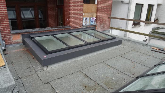 Stadhuis ganshoren brussel renovatie van burelen plaatsen van 2 modulaire lichtstraten irs - Modulaire muur ...
