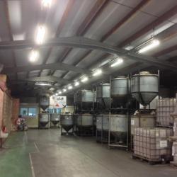 Verwijderen van asbestgolfplaten, verwijderen van EPS-isolatiemateriaal onder de dakstructuur en plaatsen van een nieuwe dakbekleding